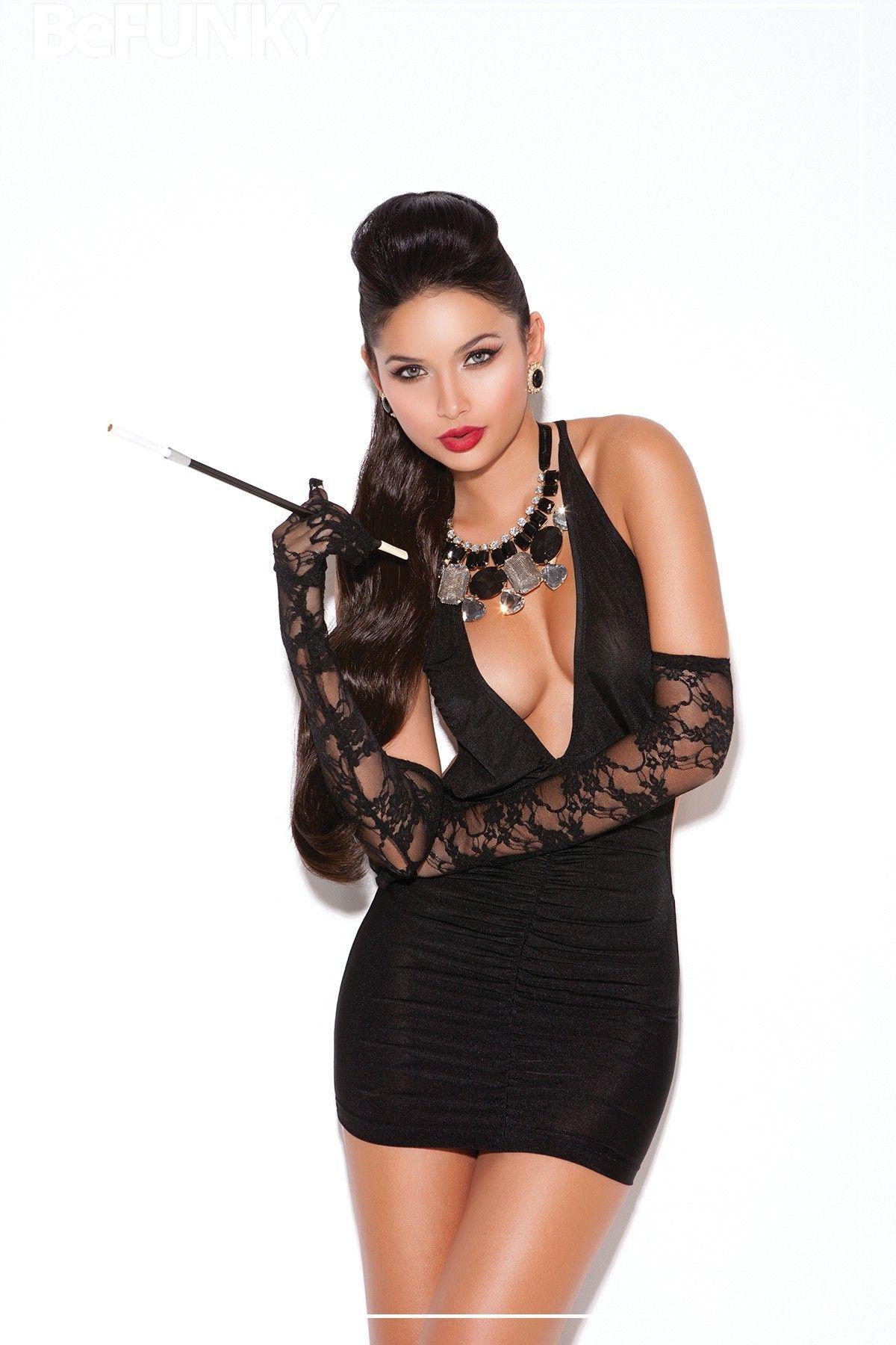 Mini vestido con escote profundo en V