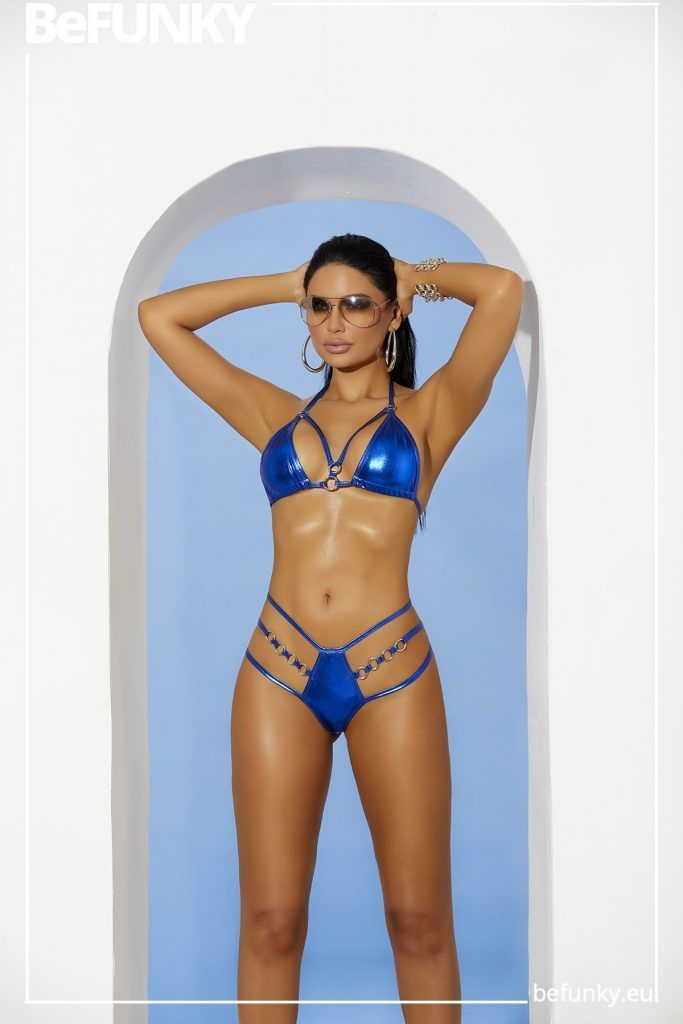Bikini Metalizado de Triángulo y Braga Tanga